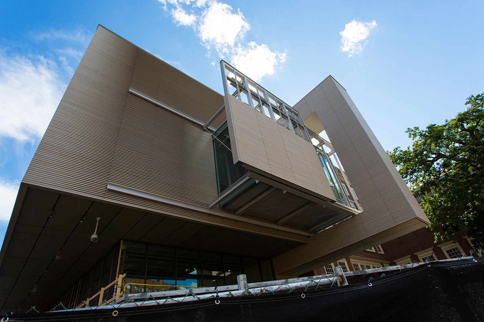 Moveable panels on the north and south sides of the addition can control the flow of natural light into the Harvard Art Museum. The wood exterior cladding adds a warmth to this very modern addition.