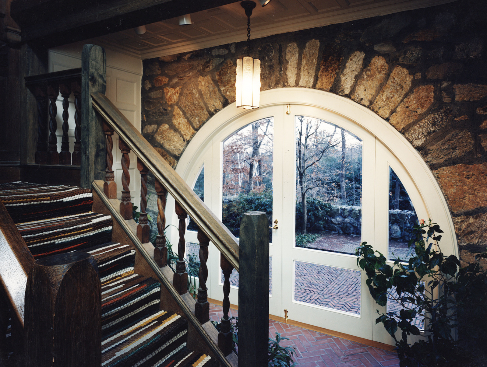 Our curved work fits perfectly with this stone entryway